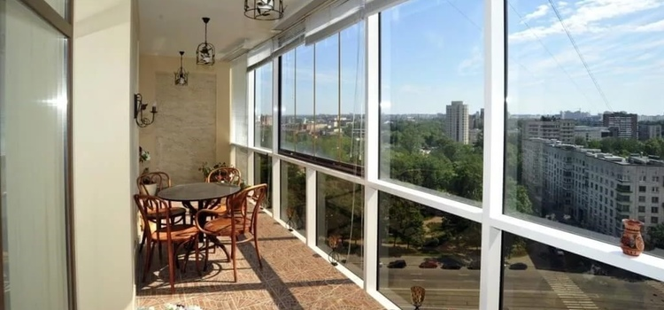 Какие окна на балкон выбрать, делая остекление.